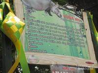 Papan informasi tentang hewan di setiap kandang hewan