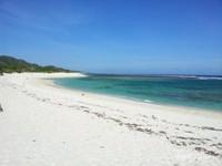 Pantai ini memiliki pasir yang putih dan ombak yang keras sehingga sangat cocok untuk dikembangkan sebagai pariwisata berkelas dunia
