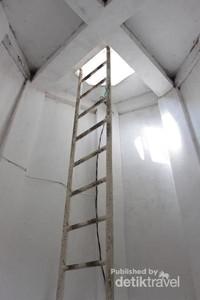 Tangga vertikal sebelum puncak mercusuar