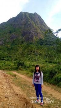 Selfie berlatarbelakang Gunung Batu.jpg