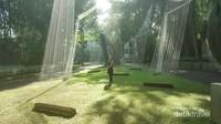 Taman yang segar dan rindang di Nu Art Sculpture Park