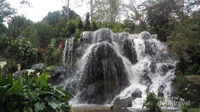 Curug Tilu yang Tersembunyi di Perkebunan Teh Bandung