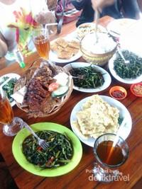 Kuliner di kawasan kampung rawa pening