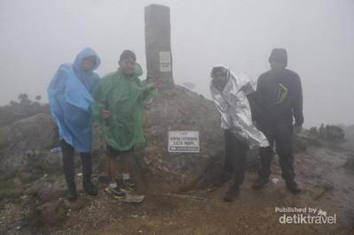 Mendaki Latimojong, Salah Satu Puncak Tertinggi di Indonesia