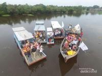Foto udara rombongan komunitas XRC di atas pompong