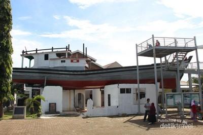 Kapal Nyangkut dan Jadi Monumen, Cuma Ada di Aceh
