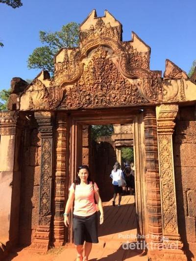 Cuma di Kamboja, Ada Candi Berwarna Pink