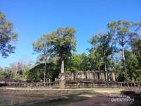 Candi ini berada dalam komplek Angkor Wat