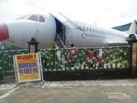 Terdapat pesawat boeing di Baturaden