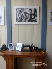 Mesin jahit antik yang menarik perhatian pengunjung