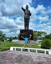 Masih di sekitar Tugu Soekarno