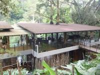 Salah satu tempat makan yang berada di area Maribaya