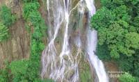 Ketinggian air terjun lapopu mencapai 92 meter