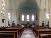 Interior khas eropa di Gereja Kepanjen