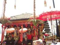 Salah satu pura di komplek Pura Besakih yang dihias cantik dengan sentuhan budaya Cina.Terbukti masyarakat Cina sudah di Bali sejak berabad-abad silam. Pura ini dikhususkan untuk umat Hindu yang berkasta