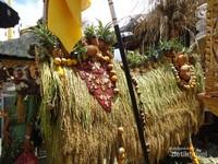 Salah satu persembahan di upacara Batara Turun Kabeh yang dihias cantik seperti Barong