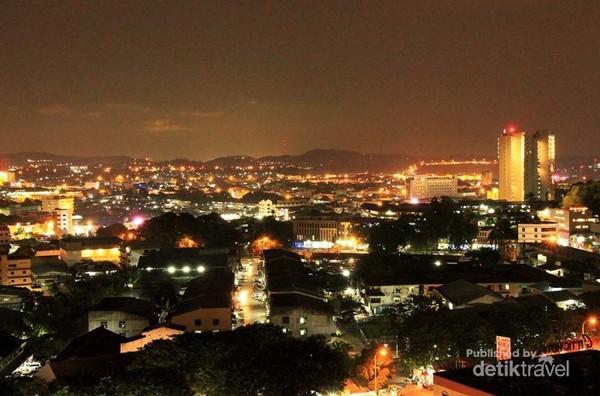 Pesona Malam kota Batam dari Bukit Seraya