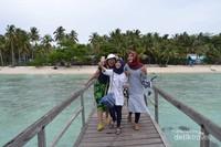 Wisatawan Pulau Popoongan