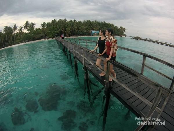 Pulau Popoongan yang memanjakan mata