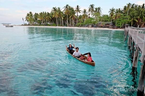 bermain Kano di Pulau Popoongan