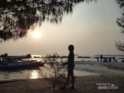 Hopping Island di Kep Seribu, Sunsetnya Ya di Pulau Bulat