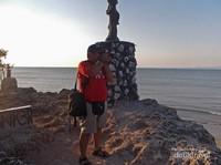 Mengabadikan keindahan dari tebing karang Batu Nona