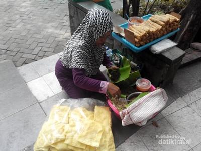 Icip-icip Pecel Semanggi, Kuliner Langka Asli Surabaya