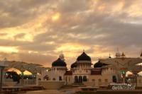 Jelang Maghrib di Masjid Raya Baiturrahman Banda Aceh