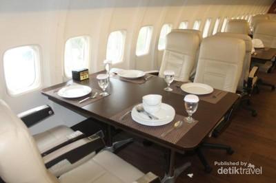 Yang Asyik di Ancol, Makan di Dalam Pesawat