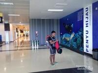 Sudut bagian dalam bandara Kalimarau di lengkapi dengan poster yang informatif