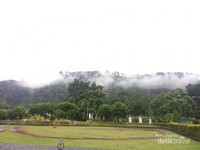 Halaman belakang dengan view Gunung Bungsu