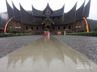 Cantik dan megahnya Istana Basa Pagaruyung