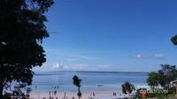 Laut biru yang membuat rindu, pemandangan indah Pantai Bara dari lokasi parkir