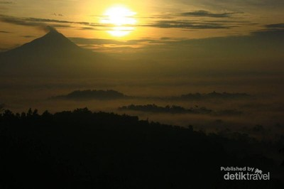 Ide Libur Waisak: Berburu Sunrise di Puthuk Setumbu
