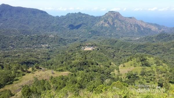 Perbukitan di sekitar Gunung Inerie