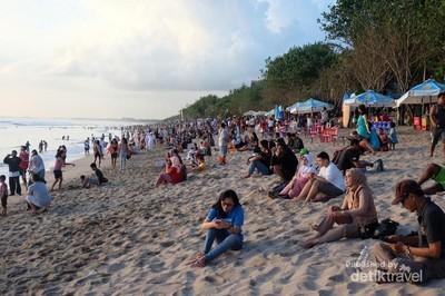Geliat Wisata Pantai Kuta yang Tak Pernah Sepi