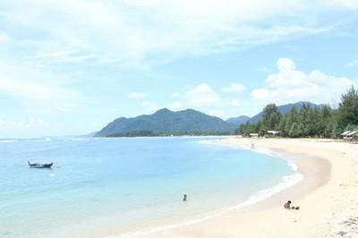 Mudik ke Aceh, Segarkan Diri di Pantai Babah Kuala