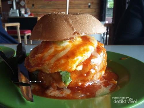 Santai Dulu Sambil Makan Burger Enak di Banda Aceh