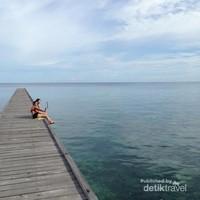 Dermaga Pulau Kakaban juga merupakan spot foto yang instagenic