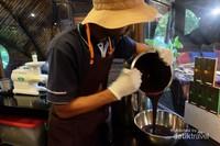 Belajar membuat coklat di Chocolate Factory, Nihiwatu, Sumba
