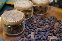 Biji coklat yang digunakan adalah biji coklat organik, saat ini didapat dari Bali.