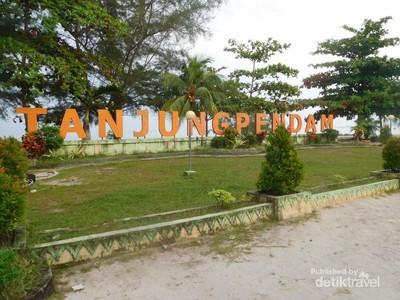 Nyore di Pantai Tanjung Pendam Belitung