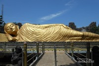 Patung yang dibuat pada tahun 1993 dan merupakan salah satu patung Budha terbesar loh di di Dunia