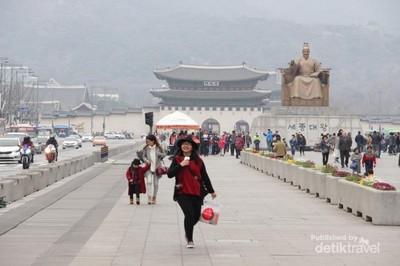 Jalan Santai di Gwanghwamun Square, Korea Selatan