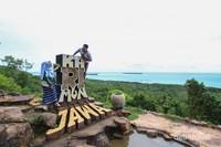 Melihat Karimun Jawa dari ketinggian bukit