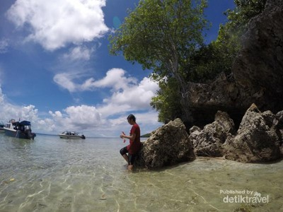 Bukan Cuma Danau Ubur-ubur, Pulau Kakaban Juga Punya Laguna Cantik