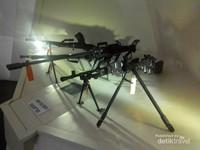 Salah satu koleksi senjata yang bisa ditemui di lantai dua dari museum 10 november