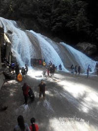 Air Terjun Bantimurung yang terdapat di Kawasan Taman Nasional Bantimurung Bulusaurung