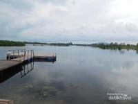 Danau ini bekas galian tambang lho