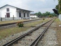 Jalur kereta api wisata lokomotif uap yang bisa dinikmati pengunjung jika hari libur